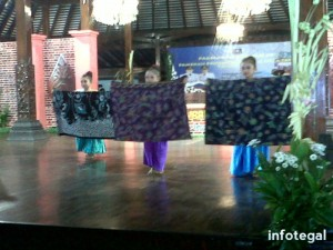 Tari Gelar Batik